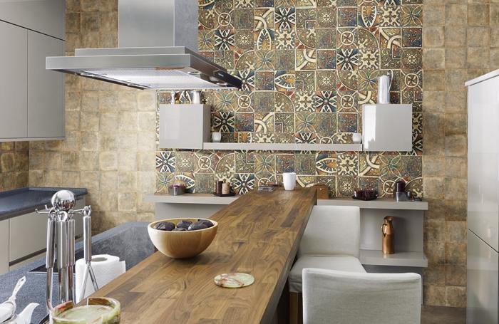 Интерьер кухни керамической плиткой